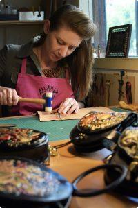 taller artesanía de cuero - Antonina Kadyrova